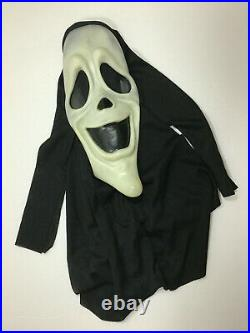 Extremely Rare Black & White Ghost Face Smiley Spoof Mask From Scary Movie One S